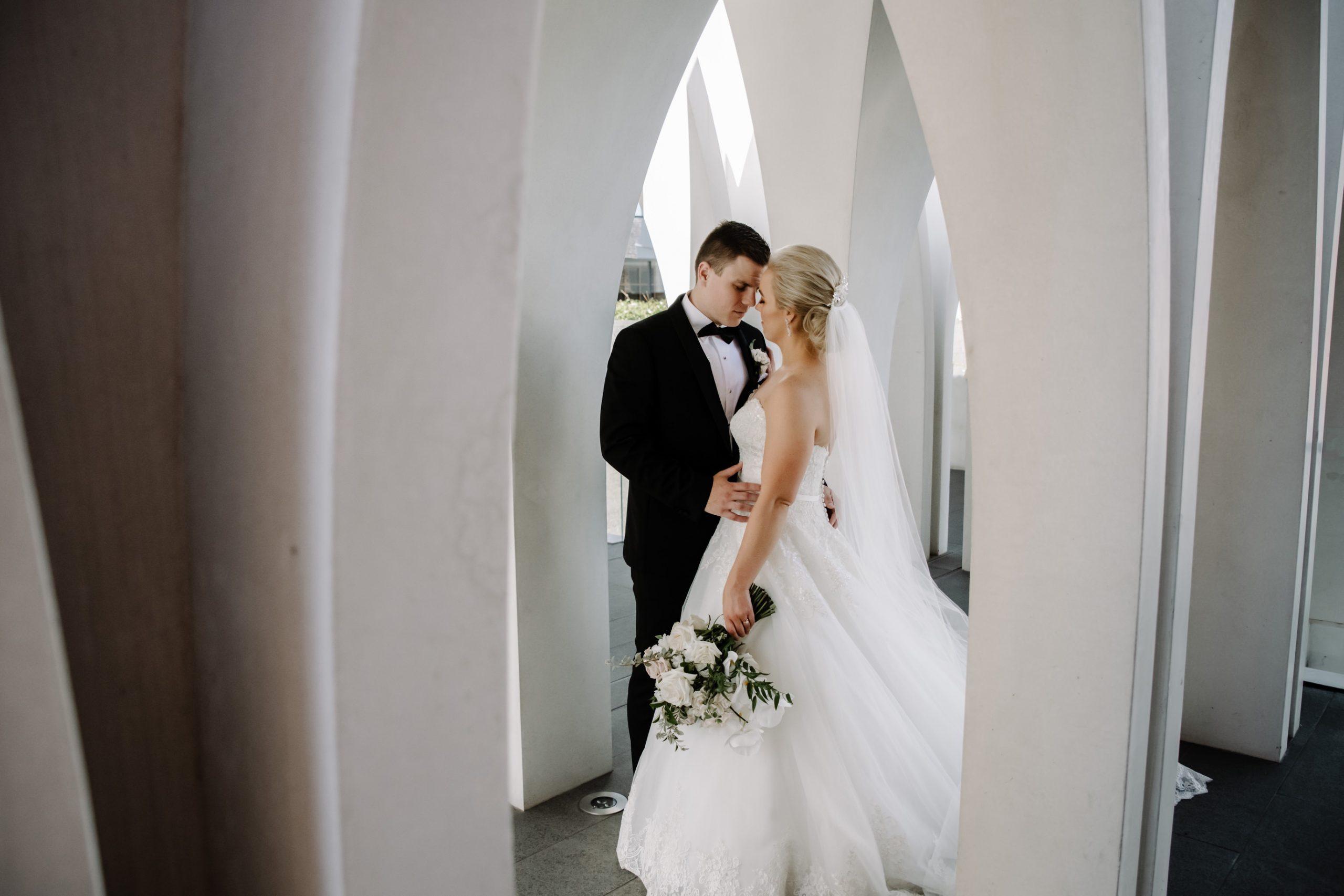 como perth wedding photos with bride and groom